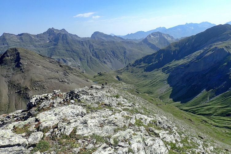 Après une demi-heure passé au sommet, je redescend et commence à croiser plusieurs randonneurs.