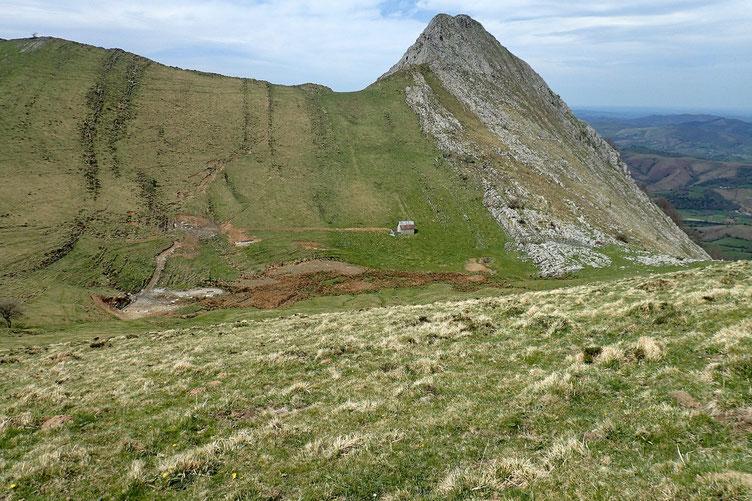 Et je reviens sur la plateau de Napatch avec deriière le Mustayou, un peu moins impressionnant...