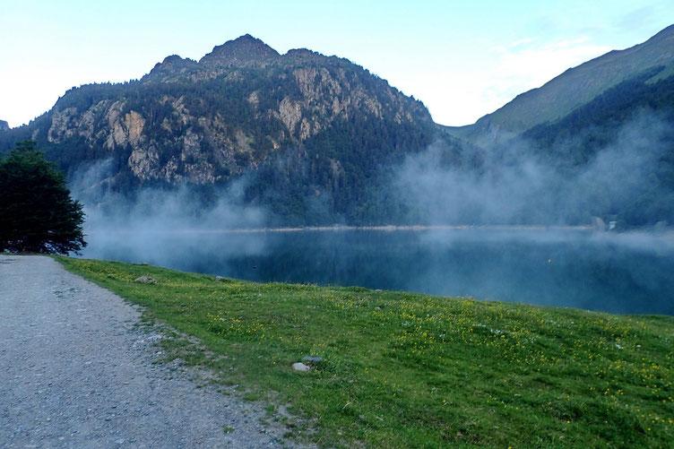 Un petit peu de brume au dessus du lac.