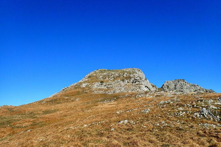 Et maintenant, face à moi, le Pic Roumendares (1646m). Le véritable sommet est à gauche.