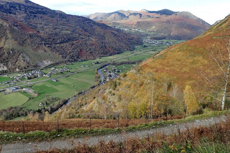 Le nombreux lacets permettent d'avoir une belle vue continue sur la vallée.