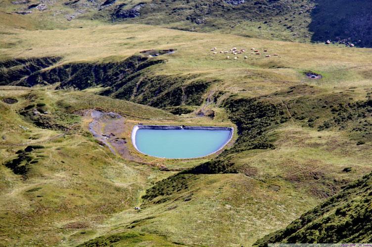 Zoom sur le lac.