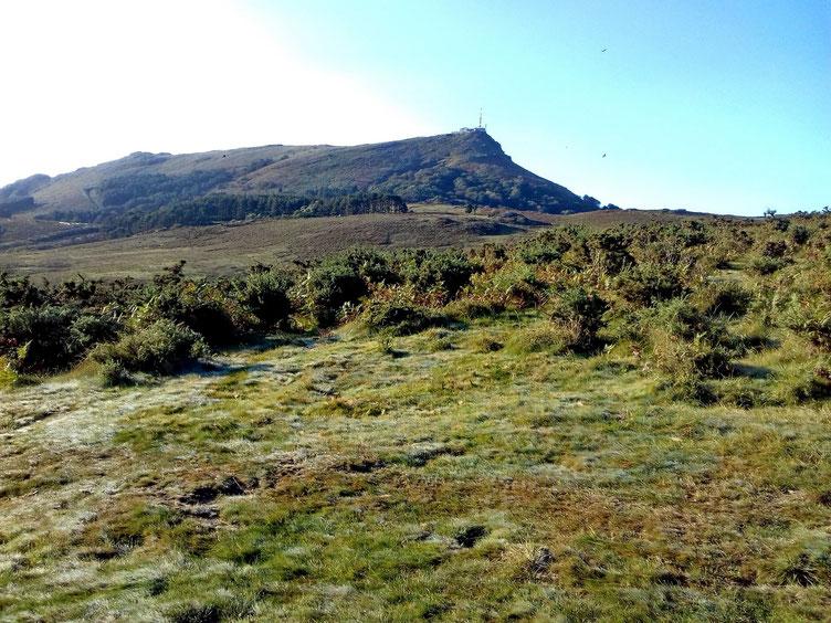 Au Sud, la Rhune (900m).