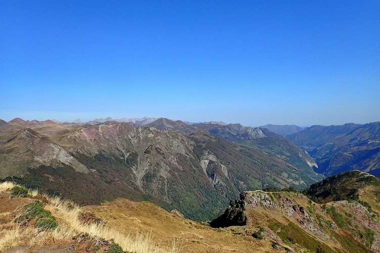 On distingue aussi le Pic d'Anie, tout au fond.