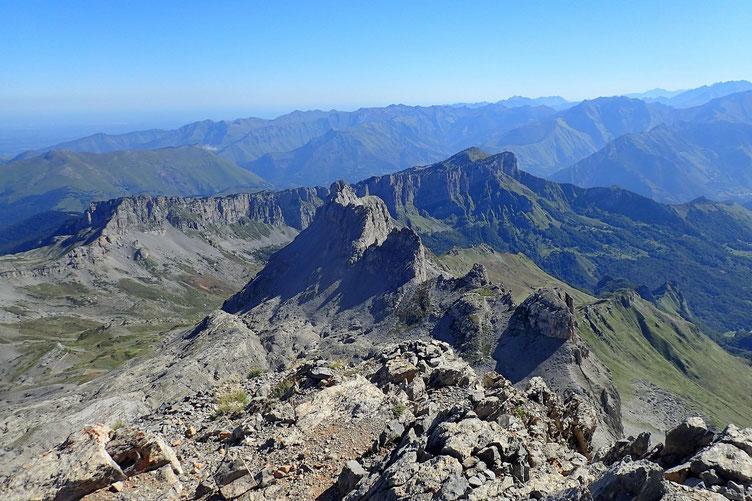 Les Orgues de Camplong avec au premier plan, le Pic de Countendé (2307 m).