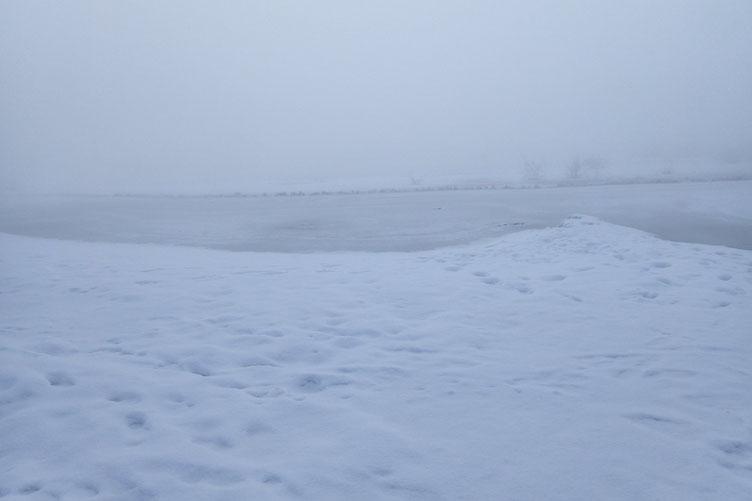 Lac de Soum que même à 10 mètres, j'ai du mal à voir. Faut dire aussi qu'il est gelé.