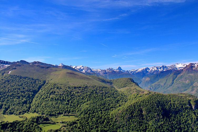 Plus loin, le Pic du Midi.
