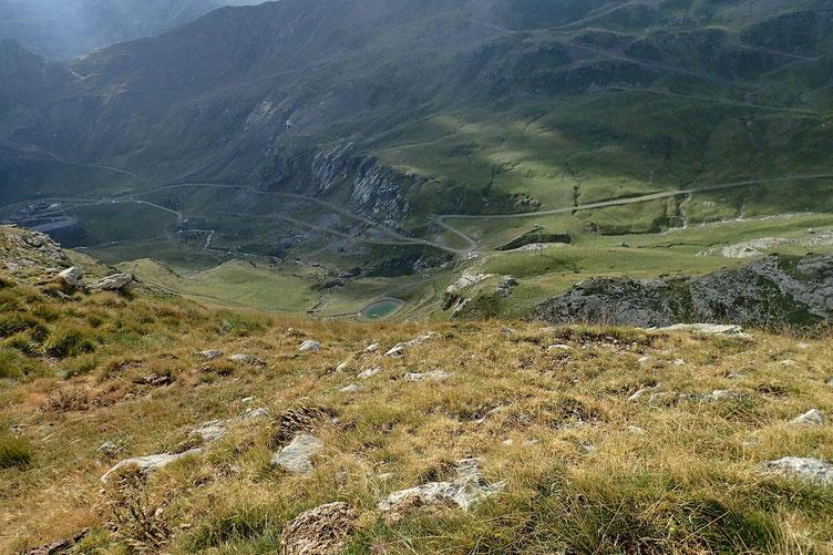 Arrivée au Col de Lary. En bas, la station de ski de Gavarnie.