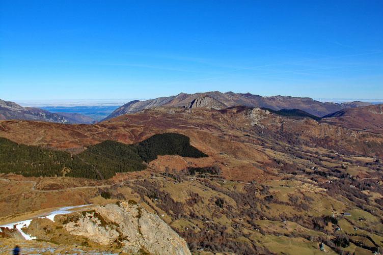 Au Nord, le Val de L'Ouzom.