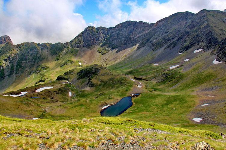 Les Lacs de Louesque avec tout au fond le Pic Esquerra (2453m).