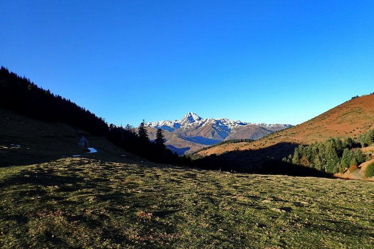 Vers l'Ouest, le Pic du Midi.