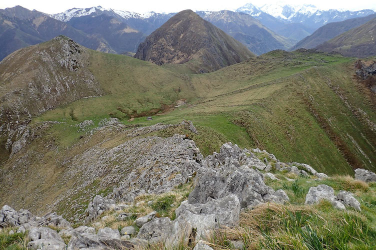 Le plateau de Napatch avec à gauche, le Soume de Souturou et au milieu, le Trone du Roi.