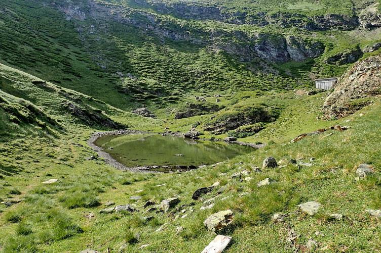 Reprise de la rando et arrivée au premier lac de Montaigu (2000m)