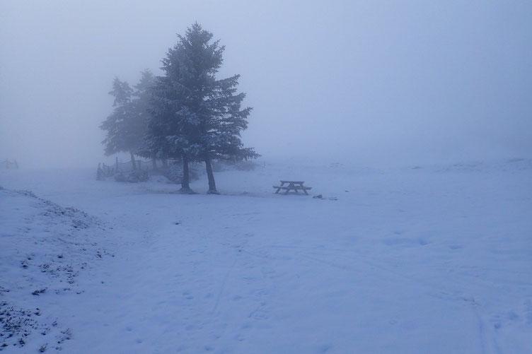 Etant déjà venu dans le secteur, j'avais prévu de déjeuner sur ce banc, au bord du Lac de Soum...