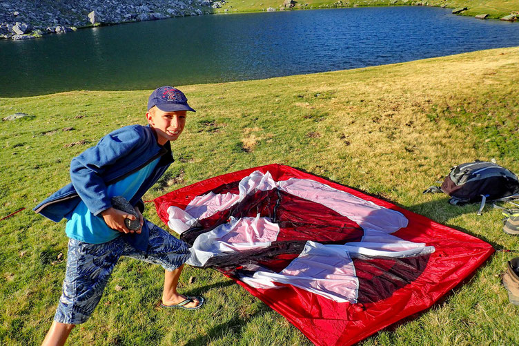 Après avoir attendu sagement 19h (règlement Parc Nationaux),  nous montons la tente...