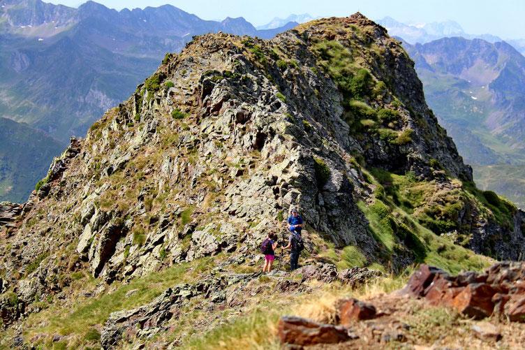 Le Pic de Montaigu ets composé de deux sommets. Même altitude. Quasi même panorama.