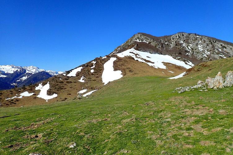 Arrivée au Col d'Andorre. On aperçoie la cabane un peu plus bas.