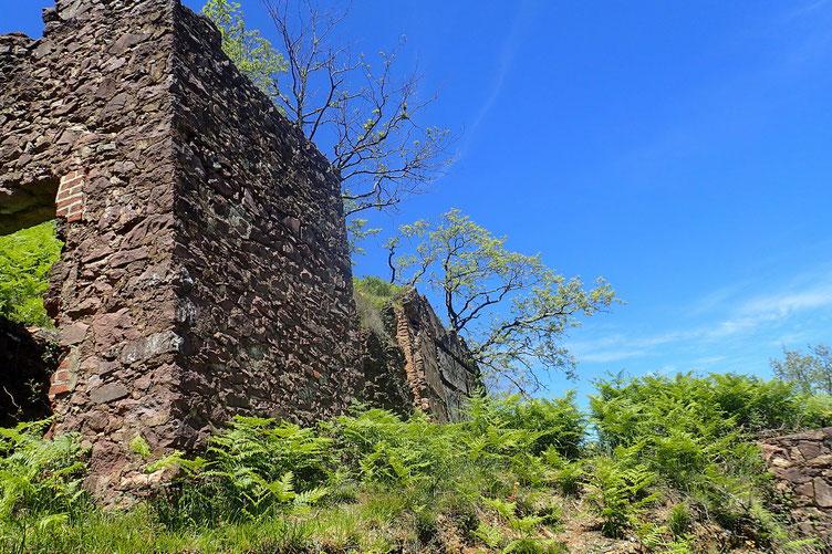 De nombreux batiments (en ruine) sont toujours visibles.