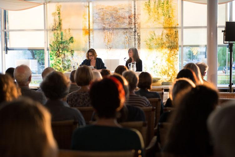 Ariela Sarbacher und Autorin Nell Zink