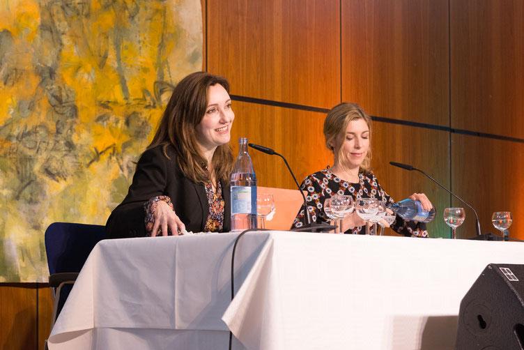 Autorin Viv Albertine und ihre deutsche Stimme Brigitte Zeh beim großen Sprachsalz-Abend. Foto: Denis Mörgenthaler