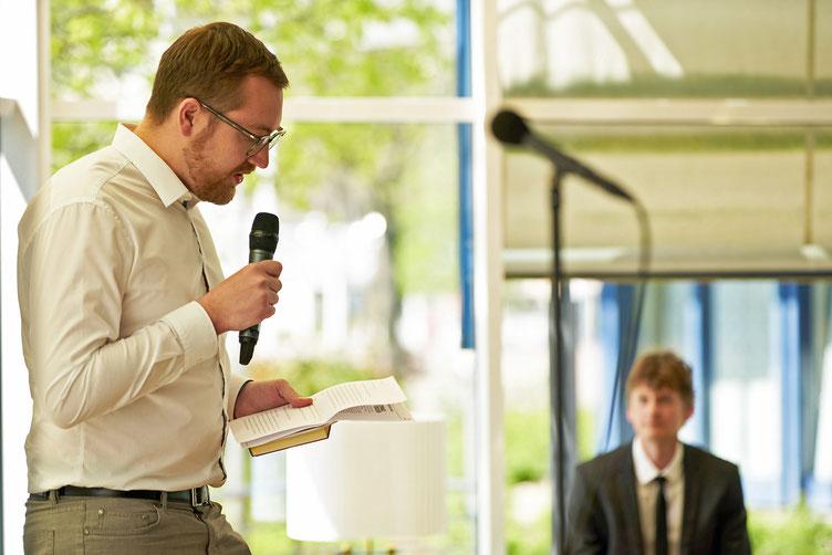 Moderator Boris Sebastian Schön, Autor Christoph Simon. Foto: Marc Tschudin