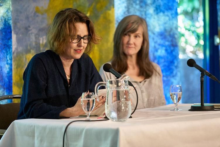 Autorin Nell Zink (rechts) und ihre deutsche Stimme Ariela Sarbacher. Foto: Marc Tschudin