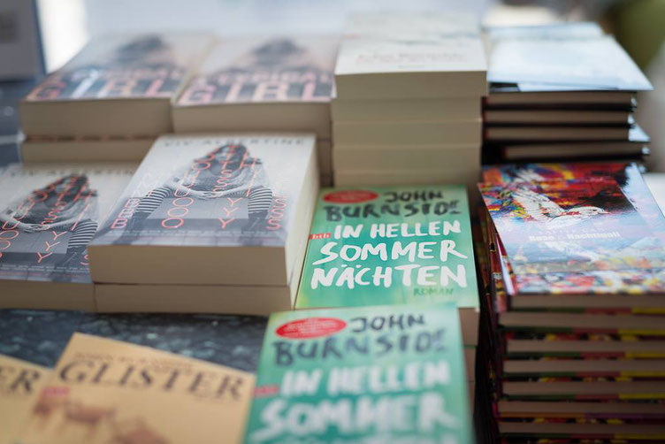 Bücher der Sprachsalz-Autoren Viv Albertine, John Burnside, Safiye Can. Foto: Denis Mörgenthaler