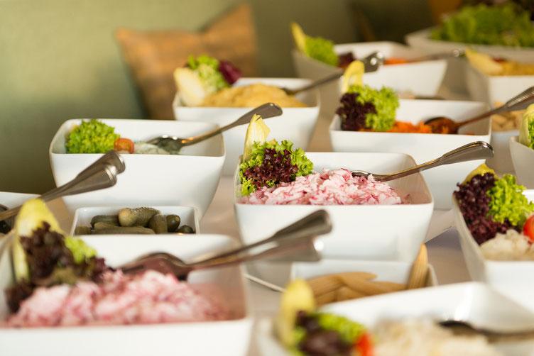 Salate beim Eröffnungs-Empfang (Donnerstag)