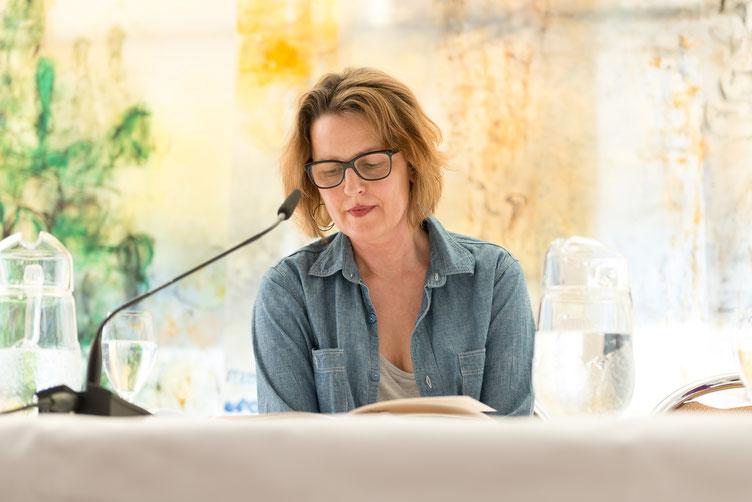 Ariela Sarbacher - die deutsche Stimme für Nell Zink und Patricia Smith