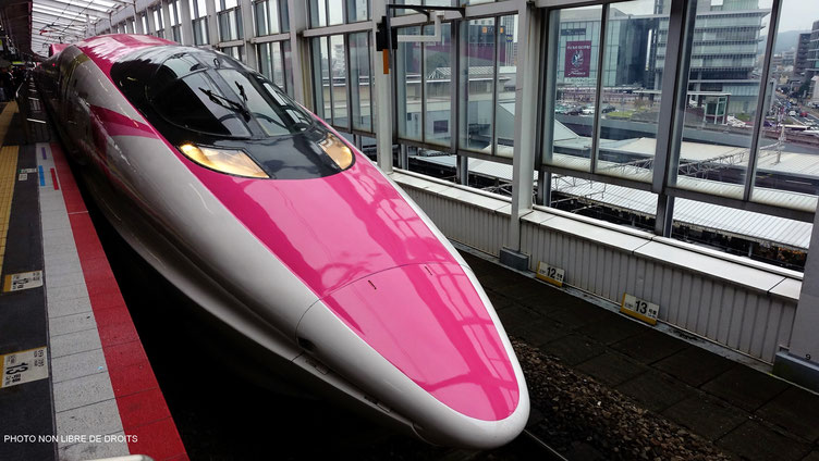 "Shinkansen rose et blanc ""Hello Kitty"""