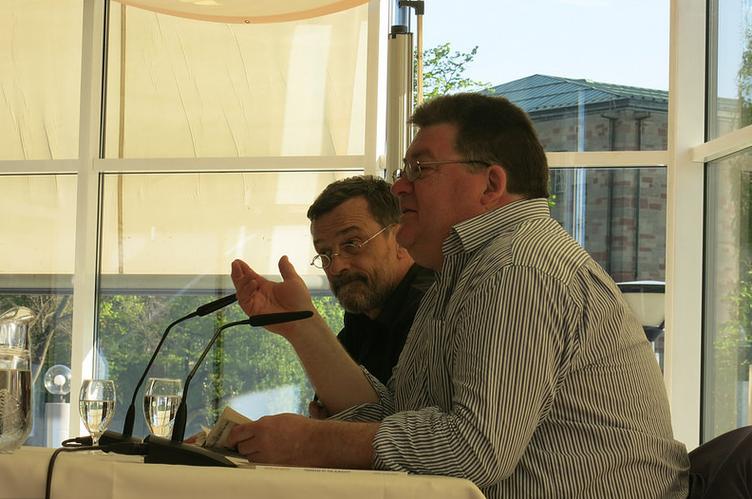 John Burnside (rechts) liest bei Sprachsalz