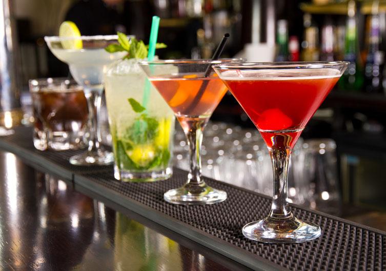 Cocktails auf Theke