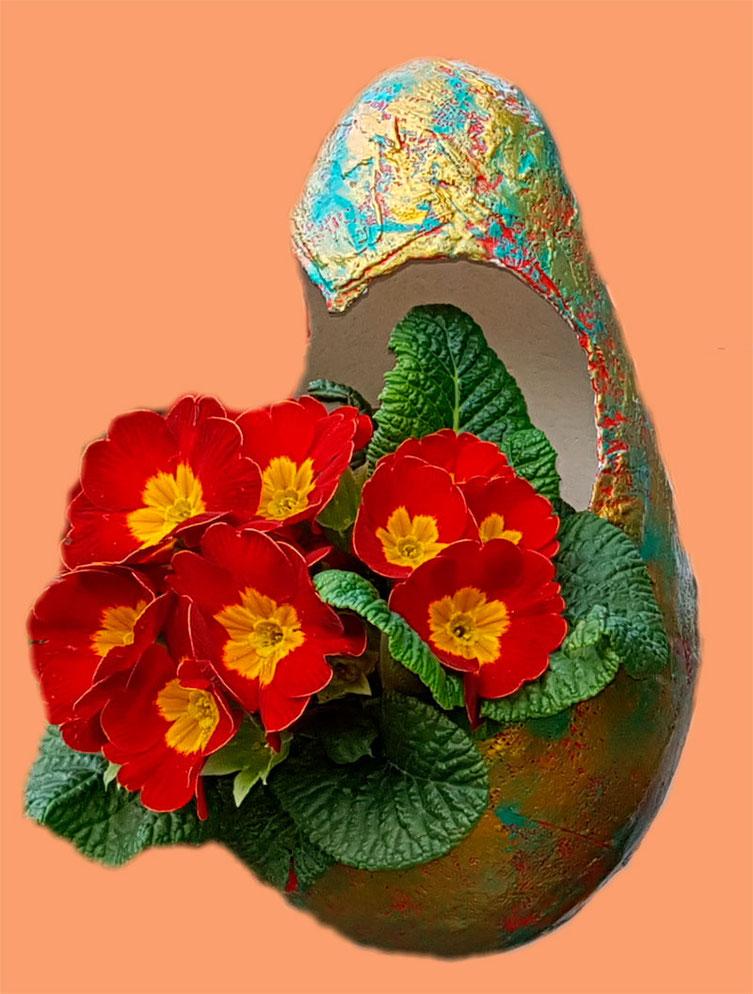 Blumenampeln in allen möglichen Farbvarianten als Unikat erhältlich.