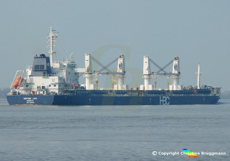 HBC Bulk carrier VENTURE LUCK, Elbe 30.03.2019