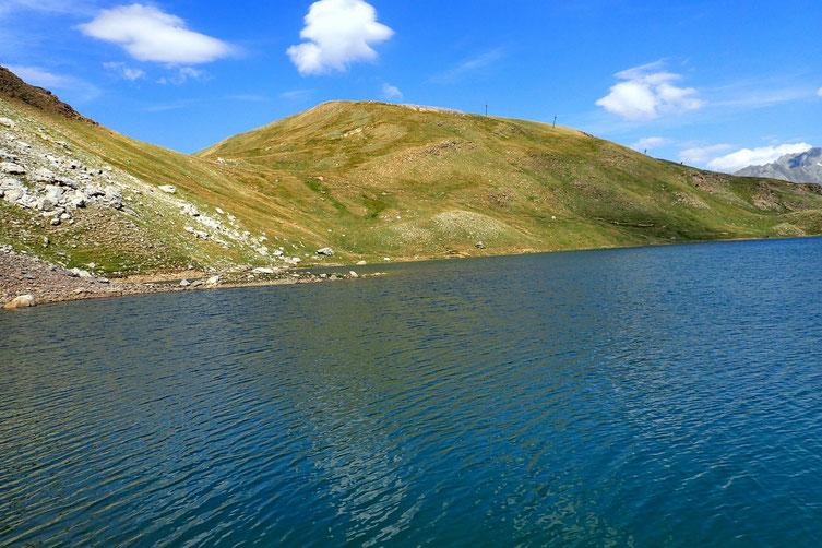 Après m'être un peu restauré, j'entame un petit tour du lac...