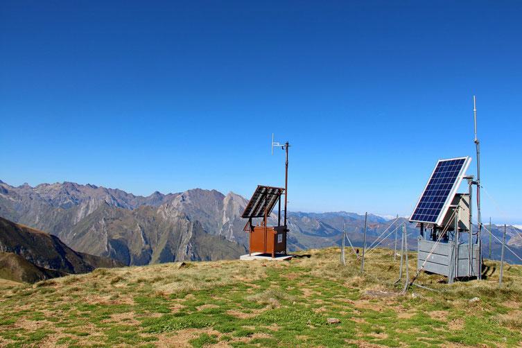 Les panneaux solaires du Cabaliros et ses antennes.