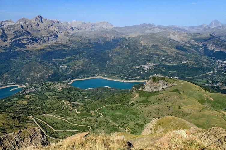 Le Lac de Bubal, et la piste avec ses nombreux lacets.