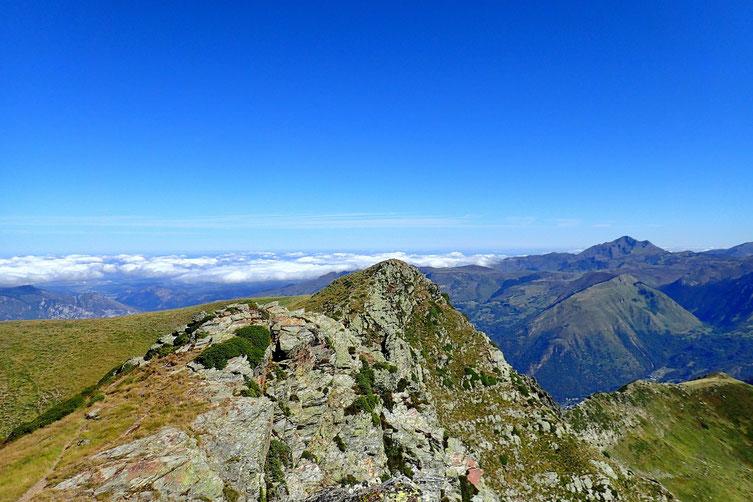Je vais enfiler quelques sommets dont le Soum de Lat Dessus (2244m) au centre.