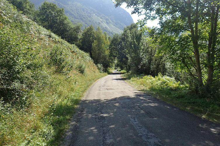 Retour sur le goudron et fin de la petite randonnée.