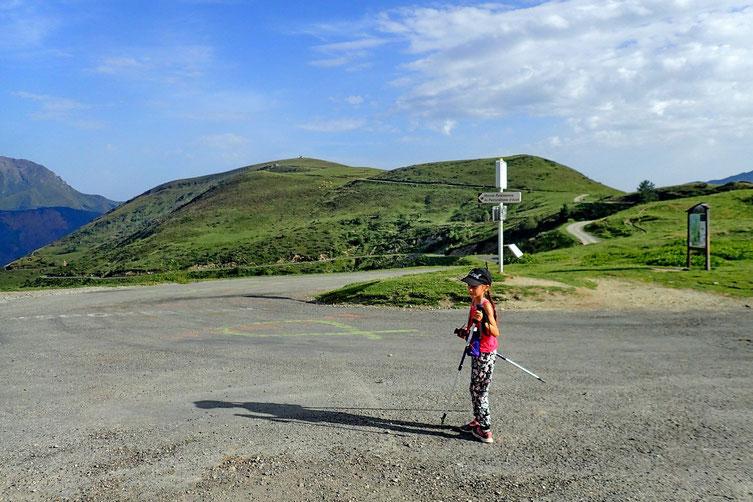 L'objectif, très modeste, est la petite cabane sur le petit mont juste en face.