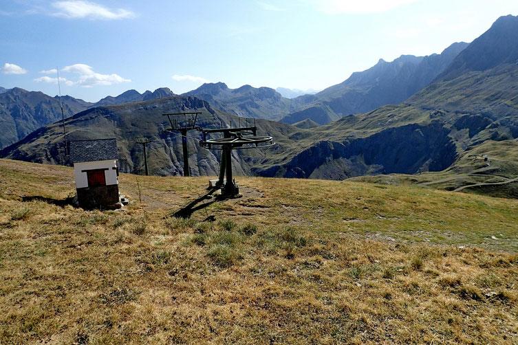 La Punta Mandilar est équipée d'un télésiège.