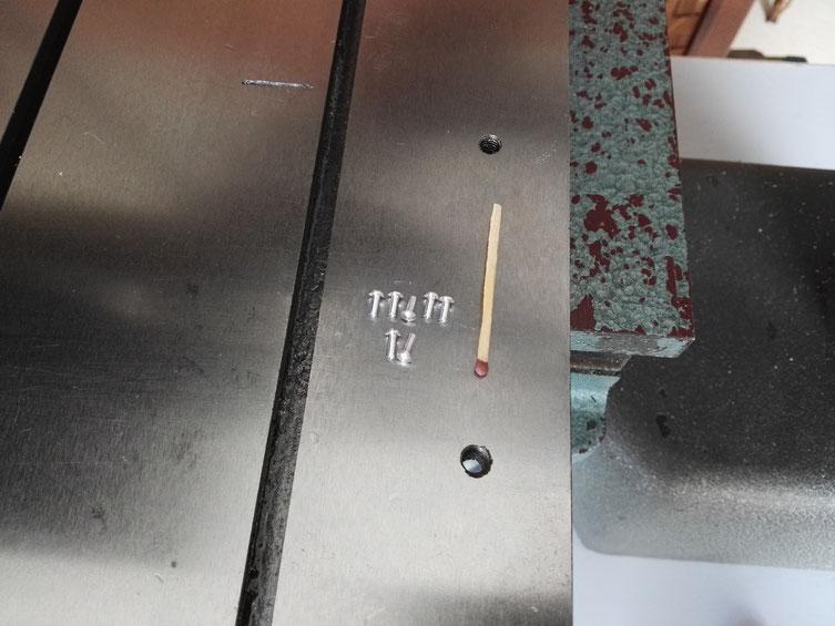 Présentation des mêmes axes près d'une allumette pour en juger de la taille