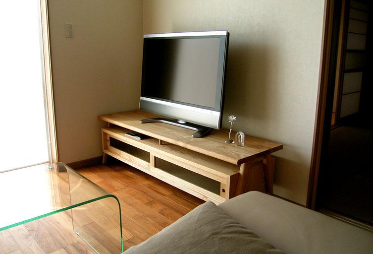 オリジナル定番のテレビボード(八王子市・O様邸)