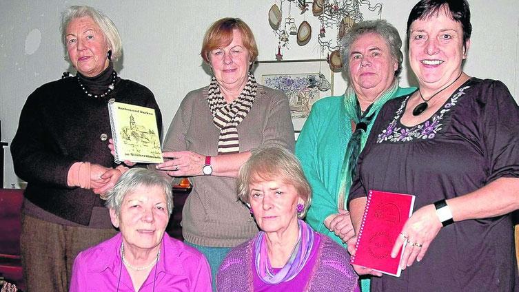 Kochbücher für Indiofamilien in Peru: Rita Schmidt (von links), Brunhilde Mainz, Heidi Molkenthin, Gerda Hesse, Beate Langmann und Elfriede Leimbach. (Foto: Hobein)