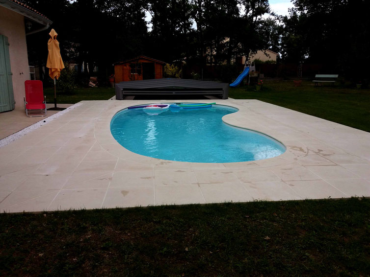 Installations constructions gilbert piscines sas for Piscine coque petit prix