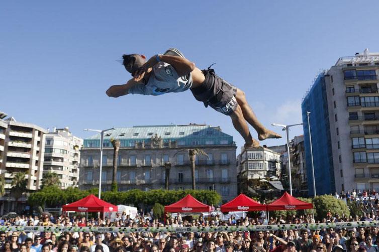 観客の視線を集めるペドロ(ブラジル)の圧巻のパフォーマンス力