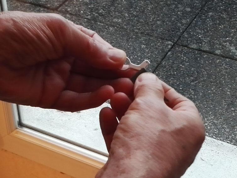 Polissage des anneaux à la toile de plus en plus fine