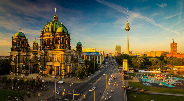 Berliner Dom, Fernsehturm und Rotes Rathaus in der Abendsonne; Kurtz Detektei Berlin