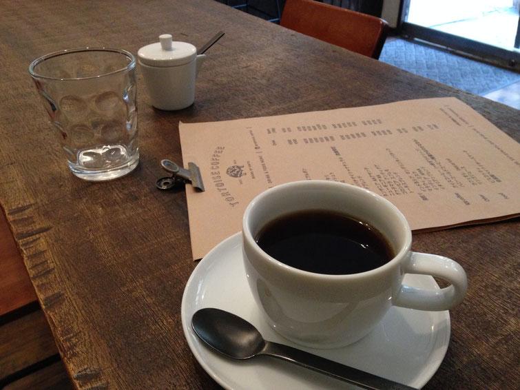 上田で見つけたロースタリー。気さくな店主さんに好みを伝えておすすめしてもらったら、希望通りの、とろりと甘みを感じるおいしいコーヒーでした。