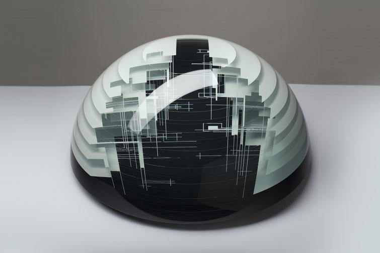 Pause | glued, cut, hand drawn, polished glass | 50 x  25 cm | 2017 | ●